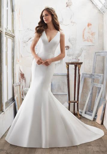 wedding dresses for short women