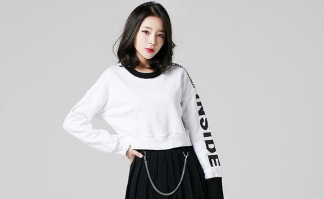 Trending Korean Skirt Outfit